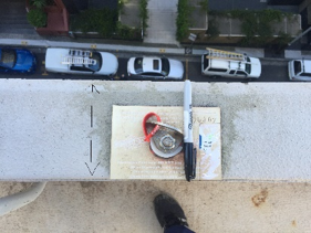 Fall arrest anchor point placed on top of narrow concrete ledge. Pen placed across width shows lack of compliance.